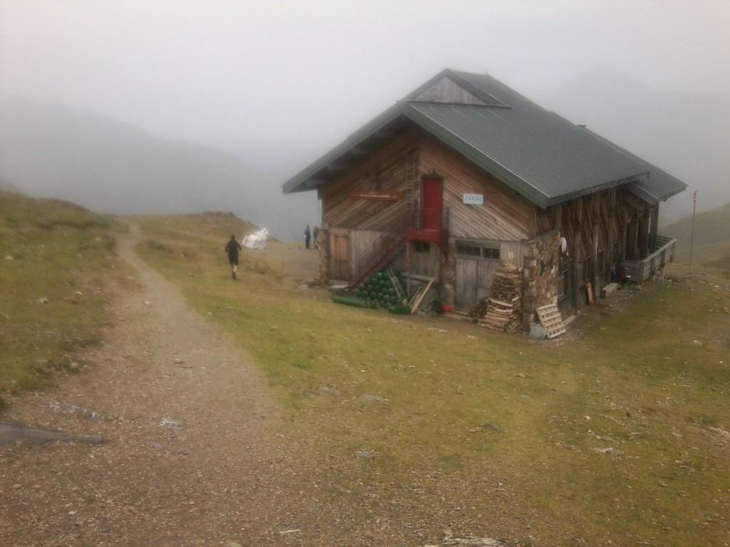 Nach der Hütte nur noch bergab ins Tagesziel, wo Birgit bereits mit dem Auto wartete ... Danke für die Bodencrew!