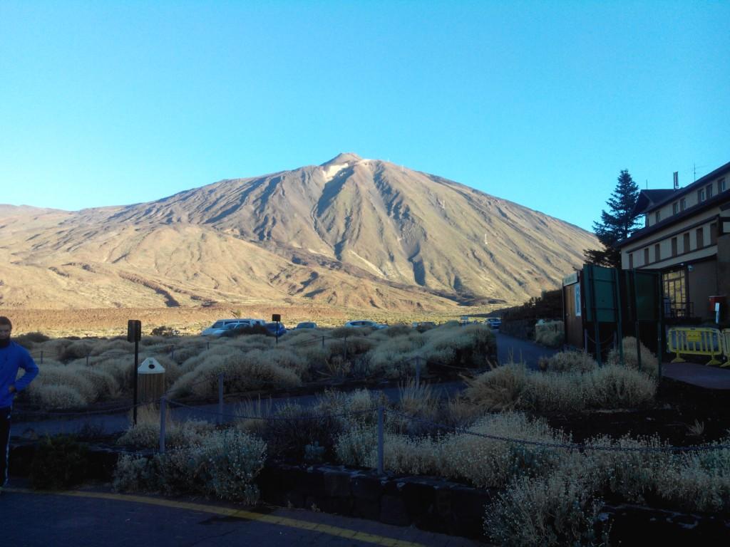 Pico del Teide vom Parador aus gesehen. Morgens, kurz nach halb neun