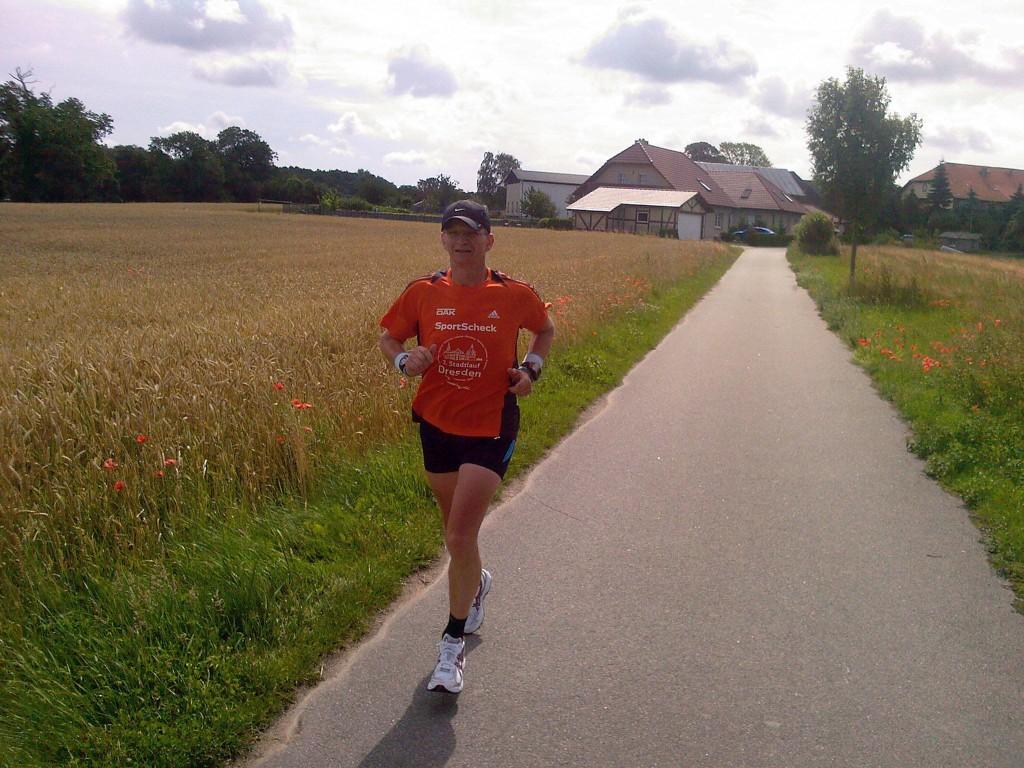 Damals, noch vor dem ersten Marathon, eine unvorstellbare Entwicklung. Das junge Nagetier beim Langen Lauf mit Radbegleitung @Landschaftsflitzer