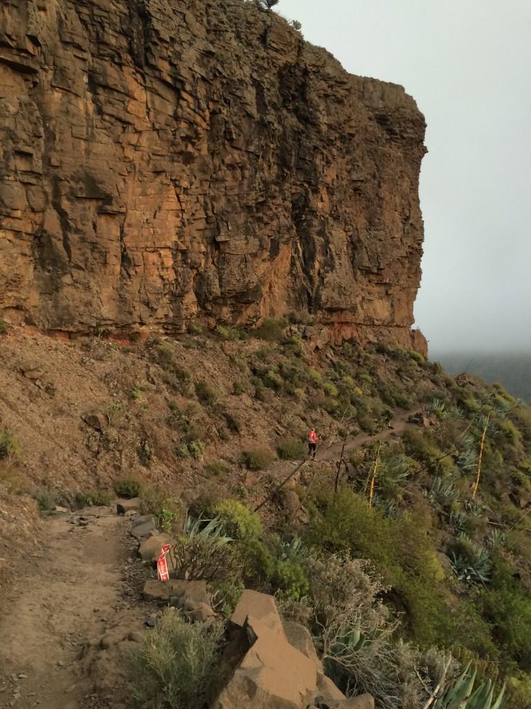 """Mein Weg. Karrenwege vom Feinsten. Die kommt Fahrt auf. In Formation downhillte ich mit zwei spanischen """"Downhillern"""". Das war eine Freude."""