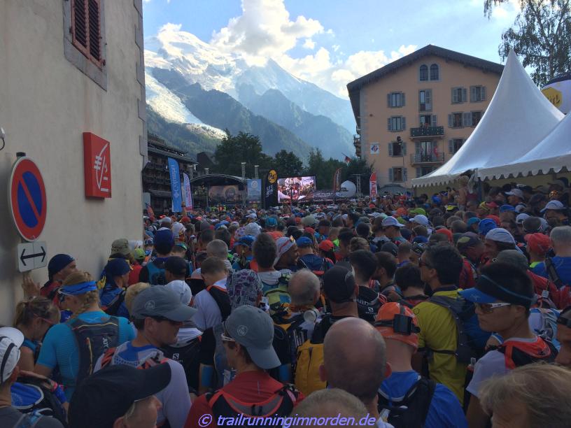 Anspannung ... Alles qualifizierte Trailrunner, die bereits mindestens 3 schwere Bergrennen absolviert haben, um hier stehen zu dürfen