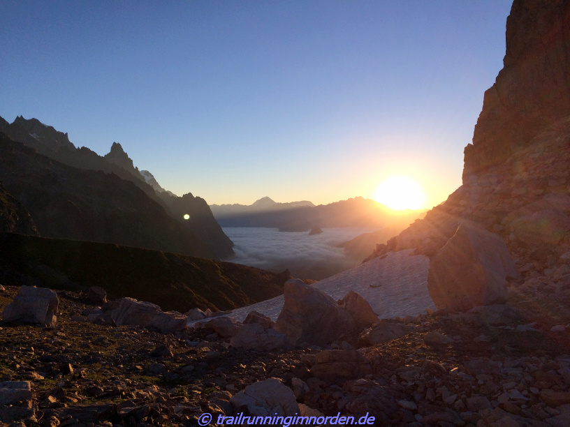 Sonnenaufgang auf dem Col des Pyramides Calcaires - Punktlandung?