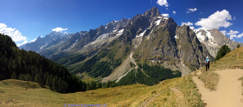 An dieser Kulisse flanierten wir vorbei zum Refugio Bonatti - Foto: Blick zurück